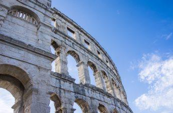 monumento più antico d'italia qual è colosseo arena di verona